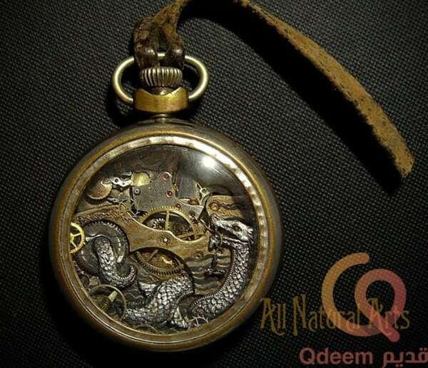 ساعة بغطا معدن