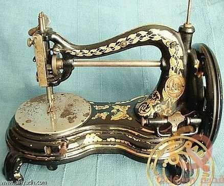 ماكينة خيطة الطبق القديمة